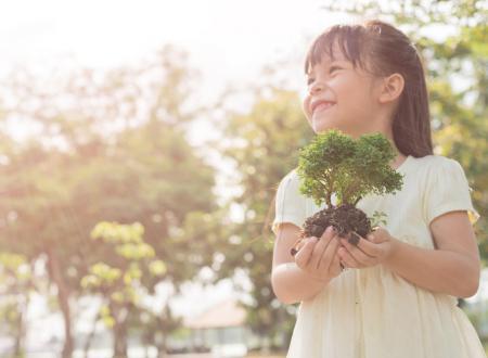 vacanza green - bimba con pianta